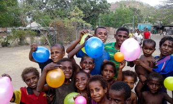 6Mile kids with balloons